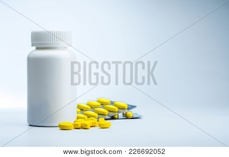 Yellow Oval Tablet Pills And Plastic Bottle With Blank Label. Mild To Moderate Pain Management. Pain