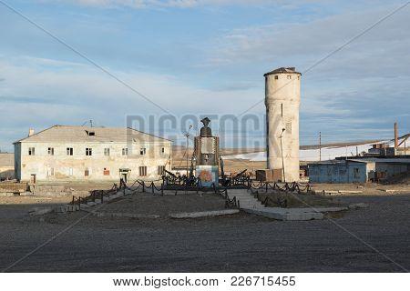 Shmidta, Chukotski Region, Russia - Settlement Shmidta, July 5, 2017: The Monument To Seafarer James
