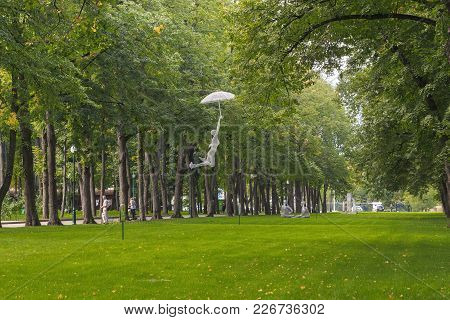 Kharkov, Ukraine - September 5, 2017: These Are Sculptures On A Green Lawn In The Central Park Of Cu