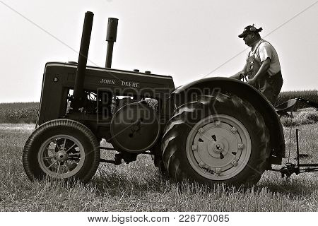 Rollag, Minnesota, Sept 2, 2017: An Unidentified Operator Of An Old D John Deere Tractor Participate