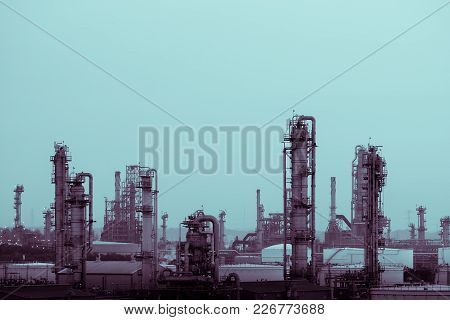 Distillation Tower In Oil And Gas Refinery Plant, Manufacturing Of Petrochemical Industry