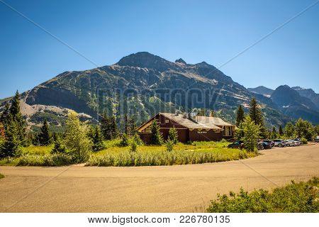 Glacier National Park, Montana, Usa - July 5, 2017 : Rising Sun Motor Inn Situated Near Saint Mary L