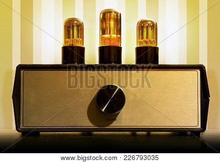 Old Tube Pre Amplifier For Connoisseurs Of Good Warm Sound Of Music