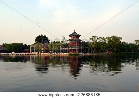 Shichahai Scenic Area The Area Is The Capital Of The Old Beijing Style To Preserve The Most Perfect