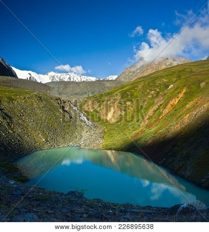 Beautifull Turquoise Lake Mirror  With View To Green Mountains  In Altaj, Russia  At The Summer