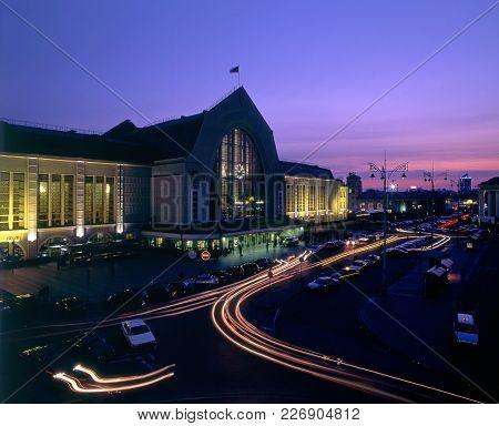 Kyiv-passazhyrskiy Railway Station Night View