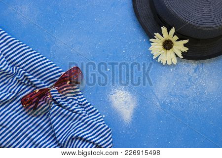 Sea Romantic. Tourist Or Travel Concept. Blue Powdered Background With Grey Hat, Sunglasses And A St