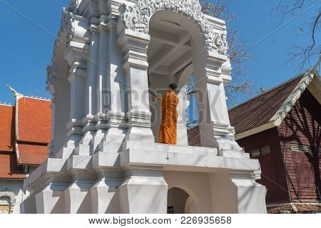 Chiang Mai Thailand - January 29 2018; Back Of Buddhist Monk In Orange Robes Stands  On High Level O