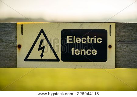 Sign: Electric Fence, Seen In Cliffe Woods, Kent, England, Uk