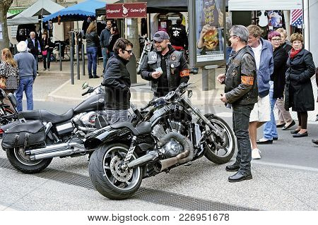 Beaucaire, France - April 30, 2016: Bikers In Discussion With A Gathering Of American Motorcycles In