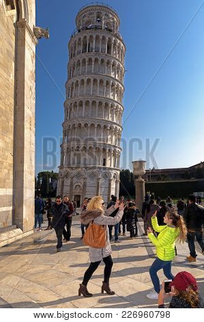 Pisa, Italy - February 11, 2018: Mom And Daughter Pose For A Picture With The Famous Tower Of Pisa I