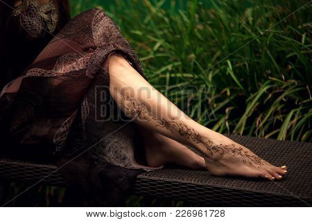 Henna Tattoo Design On Legs. Beautiful Indian Mehendi Ornaments Painted On A Body Part