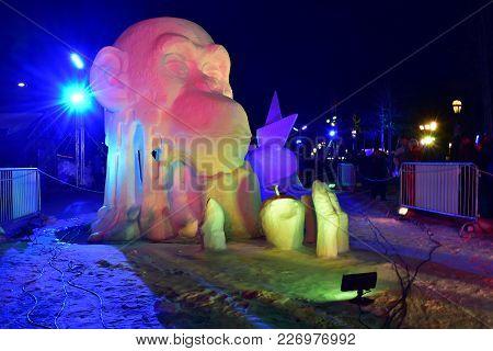 Breckenridge, Colorado, Usa: Jan 28, 2018: Colourful Night Snow Sculpture Team China: