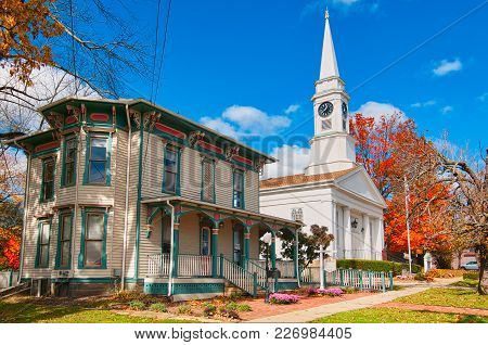 Twinsburg, Oh - October 25, 2015: The Twinsburg Chamber Of Commerce And The First Congregational Chu