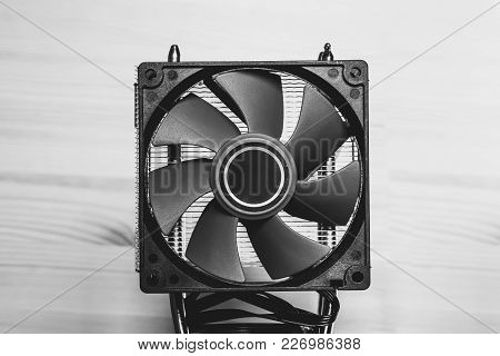 Cpu Cooler, Radiator With 2 Fans With Red Blades
