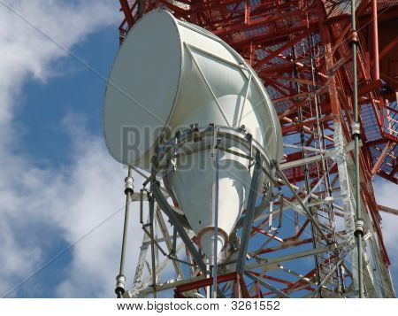 Transmitting Horn Antenna In White
