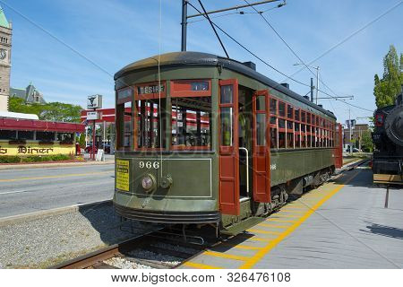 Lowell, Ma, Usa - Sep. 2, 2018: New Orleans Streetcar #966 At National Streetcar Museum On Dutton St