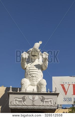 Los Angeles, Usa - Mar 17, 2019:    Statue Of An Elephant Outside The Highland Shopping Mall In Holl