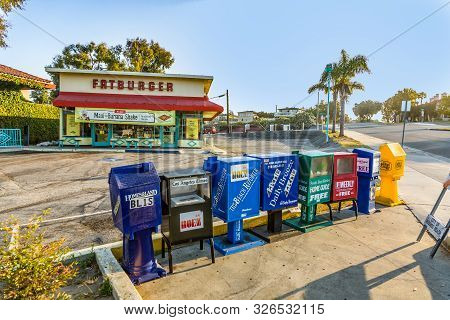 Los Angeles, Usa - July 6, 2008: Self Service Newspaper Boxes And Fastfood Restaurant In Los Angeles