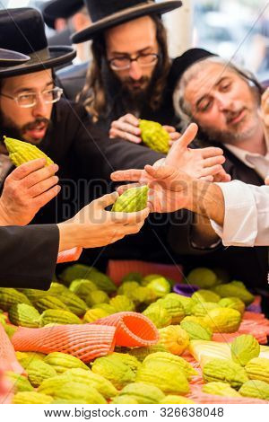 JERUSALEM, ISRAEL - SEPTEMBER 20, 2018: Religious young Jews choose etrog. Pre-holiday market in Jerusalem on the eve of Sukkot. The concept of religious, ethnographic and photo tourism