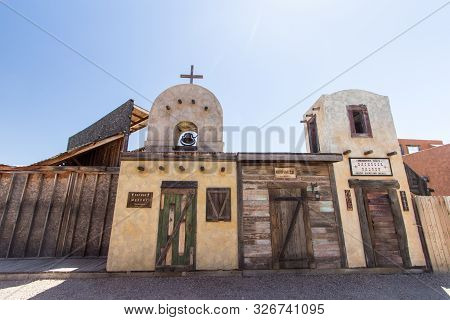 Tombstone, Arizona, Usa - May 1, 2019: Wild West Frontier Style Facade Of Storefronts In The Tourist