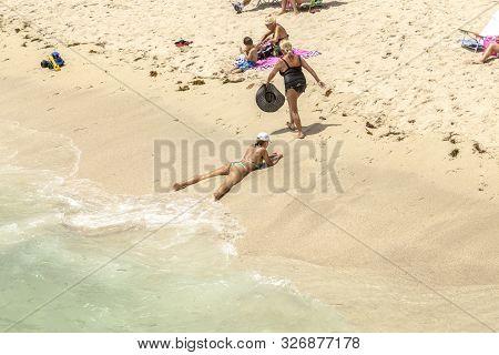 Sunny Isles Beach, Usa - Aug 17, 2014: People Enjoy To Relax Near The Pier In Sunny Isles Beach, Usa