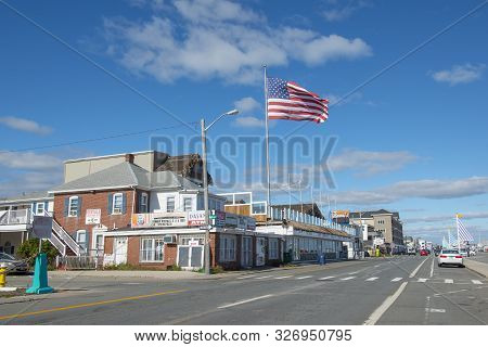 Hampton, Nh, Usa - Oct. 14, 2018: Historic Buildings And Us National Flag At The Corner Of Ocean Bou