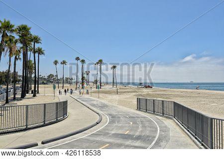 LONG BEACH, CALIFORNIA - 5 JULY 2021: Shoreline Way as it winds its way around the Belmont Veterans Memorial Pier.