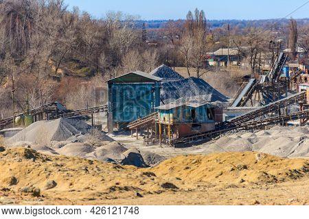 Rock Crusher Machine, Crushing Machinery, Conveying Crushed Granite Gravel Stone In A Granite Quarry