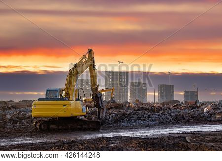 Excavator With Attachment For Demolishing And Recycling Concrete Material. Crushers Tool And Demolit