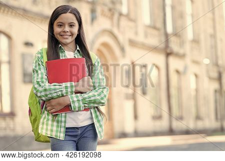 Private Teaching And Learning. Happy Child Go To Lesson. Private Education. English Courses. Knowled