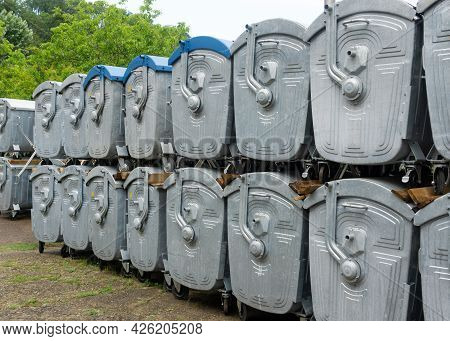 Warehouse For New Trash Cans. Metal Bins For Garbage. Large Bins For Rubbish. City Trash Cans. Wareh