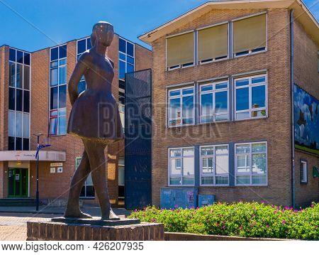 The Dancing Girl, Het Danseresje, Popular City Sculpture, Raadhuisplein, Oostburg, Zeeland, The Neth