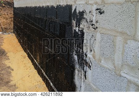 Protective Waterproofing Coating Of Walls In Contact With The Ground With Bituminous Mastic