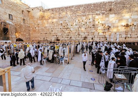 Jerusalem, Israel. 29-03-2021. People Pray The Morning Prayer Of The Week Of Passover At The Western