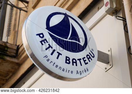 Toulouse , Ocitanie France  - 06 30 2021 : Petit Bateau Child Fashion Store Text And Logo Sign Means