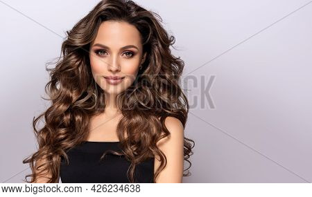 Beautiful Smiling Woman With Long Wavy Hair .  Girl Curly Hairstyle   Beauty ,makeup And Cosmetics .
