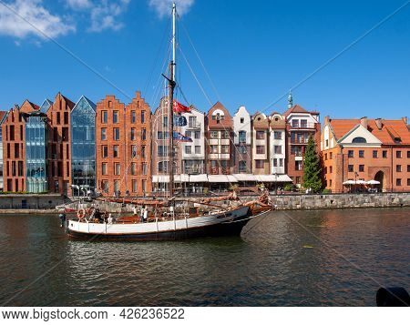Gdansk, Poland - Sept 9, 2020: Gdansk, Old Town - Historic Buildings Along The Riverbank Of Motlawa