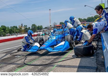 July 04, 2021 - Lexington, Ohio, USA: ALEX PALOU (10) of Barcelona, Spain brings his car in for service during the Honda Indy 200 at Mid-Ohio at Mid Ohio Sports Car Course in Lexington Ohio.
