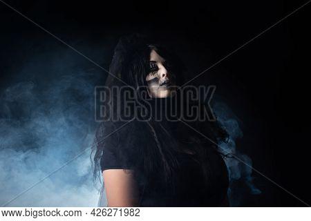 Cadaver Bride, Portrait Of A Supernatural Entity Cadaver Bride, Artistic Makeup, Black Background, L