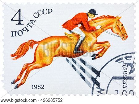 Ussr - Circa 1982: A Stamp Printed In The Ussr Shows Don Horses, Series Equestrian Sport, Circa 1982