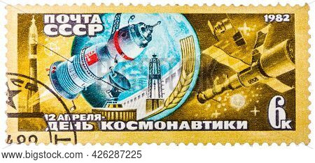 Ussr - Circa 1982: A Stamp Printed In The Ussr Shows The Day Of Astronautics On April, 12th, Circa 1