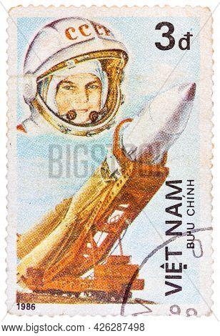 Vietnam - Circa 1986: Postage Stamp Printed In Vietnam Shows First Spaceman Yuri Gagarin, Series, Ci