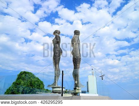 Moving Sculpture Of Ali And Nino From The Tragedy Love Story, A Famous Attraction Of Batumi City, Ad