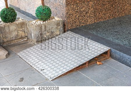 Stainless Steel Wheelchair Ramp For One Step Building Entrance