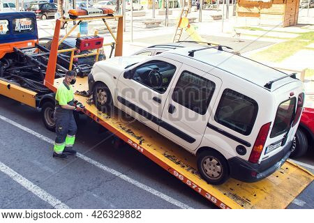 Spain, Torrevieja, 25 Of June 2021, Tow Track Loading The Car For Transportation To The Service.