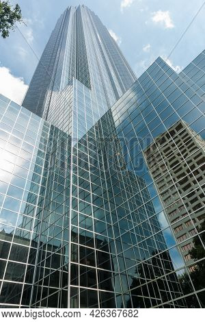 Houston Usa - August 14 2016; Stunning Reflecting Glass Facade Of Williams Tower, Rising Skyward In