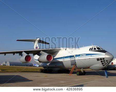 Plane Il-76