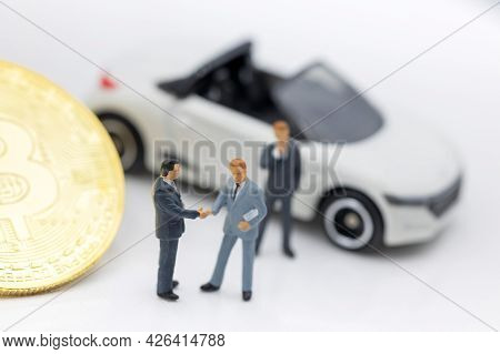 Miniature People: Businessman Planning Success Deal Business With Gold Bitcoin.  Concept Of Business