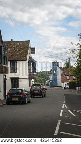 Godstone, |surrey, Uk August 2020 - Street View Of The White Hart And The Bell Public Houses In The
